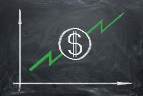 تعاقي الدولار الأمريكي على نطاق واسع في سوق الفوركس